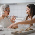 Aider les personnes âgées à éviter l'isolement social et la solitude